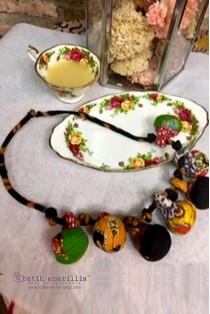 batik amarillis's lollies necklace