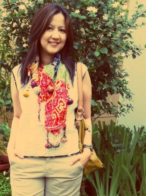 Sheila wears Batik Amarillis' sweet blouse & lollies shawl