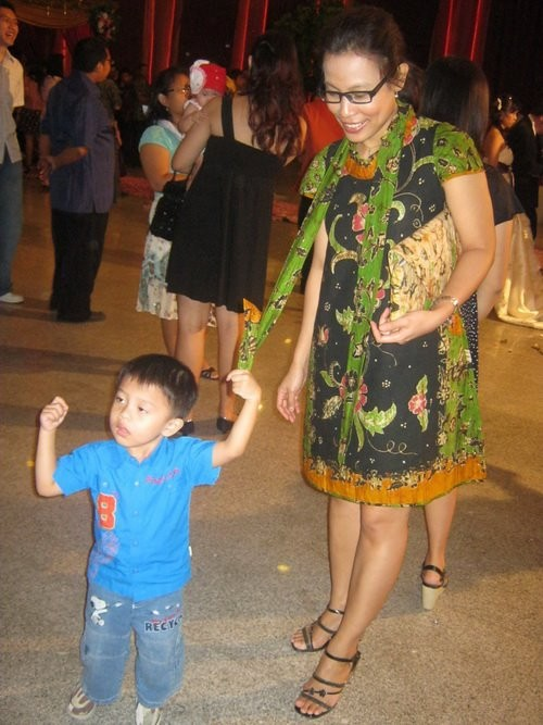 Rinah wears batik amarillis traveller's dress