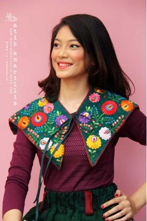 batik amarillis's mayflower collar