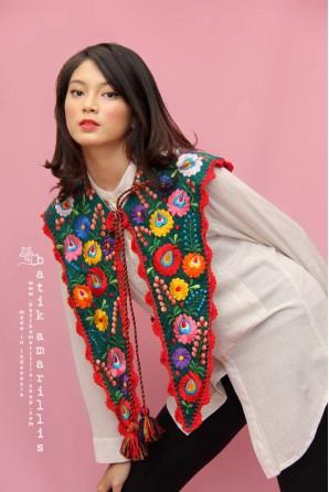 batik amarillis's mayflower collar 2-PO